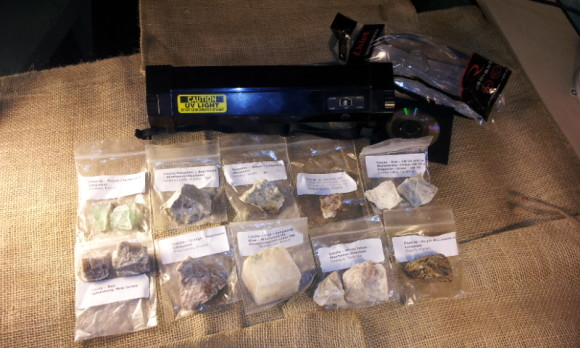 UV Kit, includes the lamp, 10 mineral specimens, safety glasses and a cd full of information.