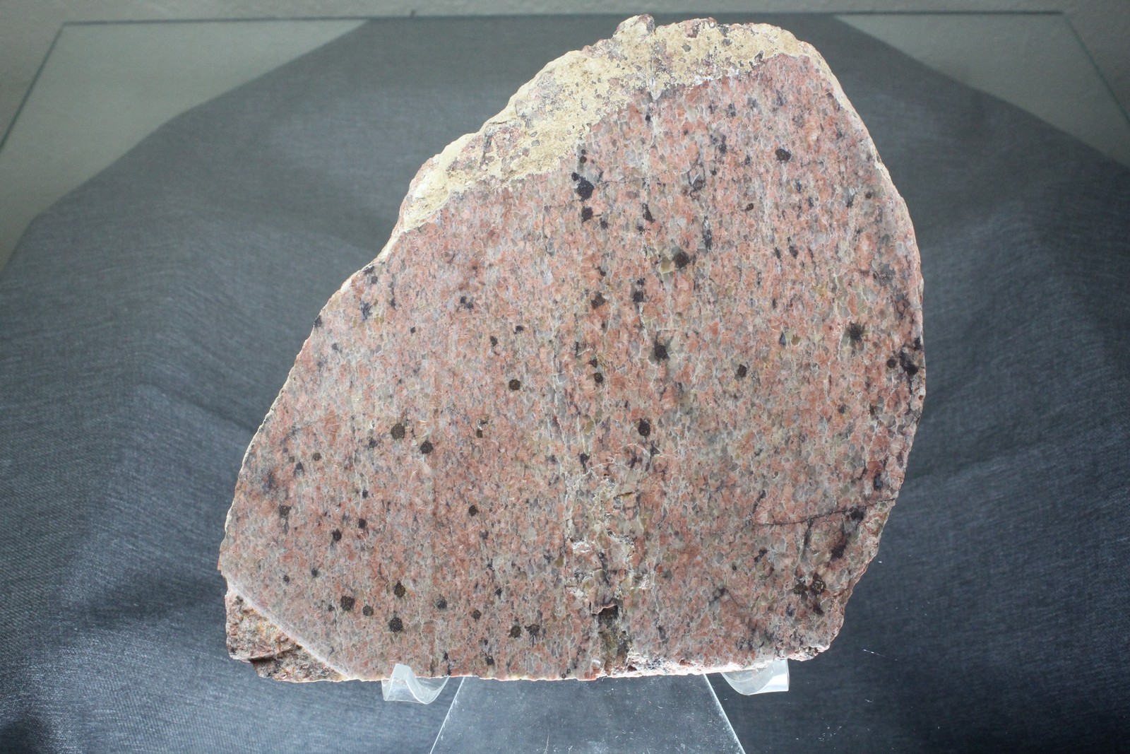 Typical-Cut-Rock-From-Mountain-Pass-District-With-Radioactives