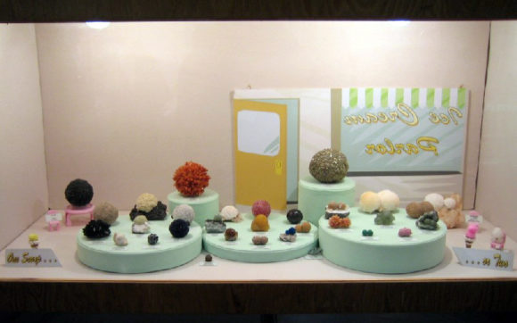 Fun Case displaying mineral specimens that look like scoops of ice cream.