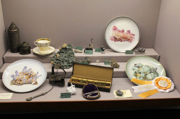 Minerals and collector's items featuring and related to minerals can be displayed together to create visual interest.